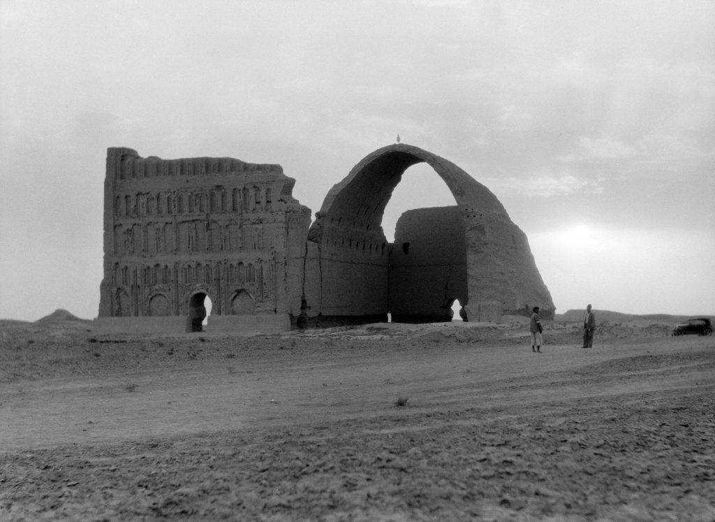 Ruins of Ctesiphon, 1932. Image Credit: Wikimedia Commons.