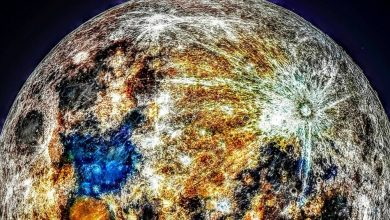 Photo of Photographer Reveals Earth's Moon is a Multicolored Celestial Wonder