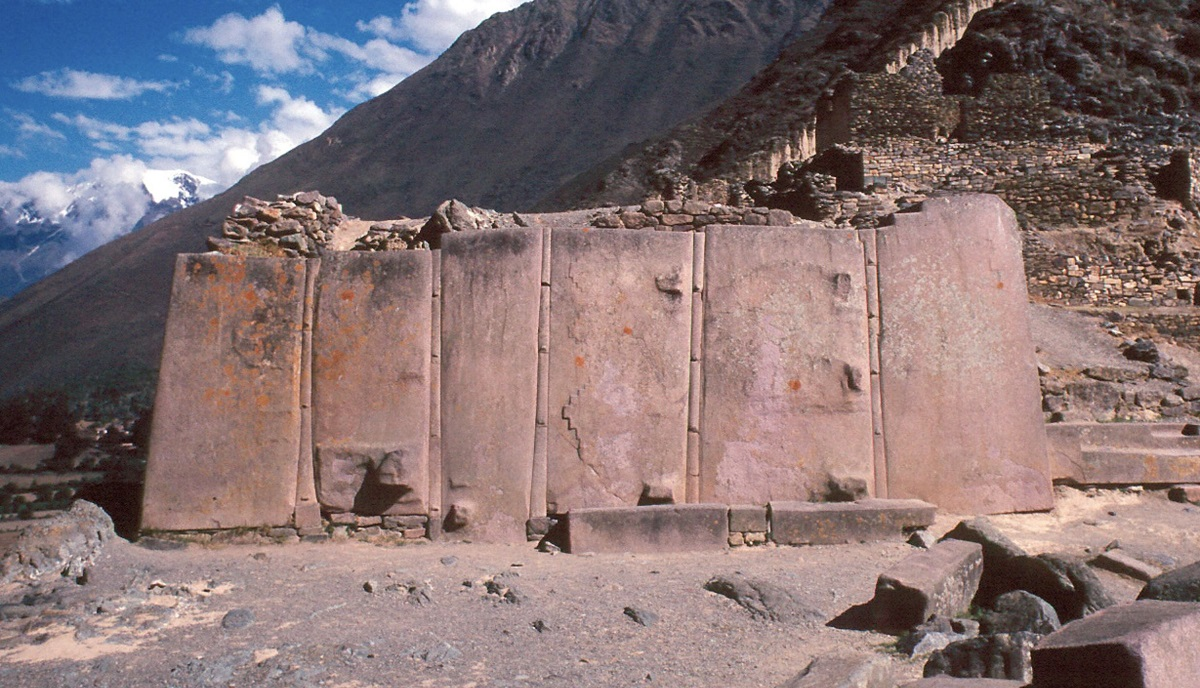 Wall of the Six Monoliths at Ollantaytambo. Image Credit: Wikimedia Commons.