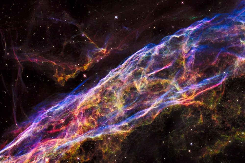 This magnificent Hubble image shows the Veil Nebula, one of the most studied supernova remnants in the universe. Credit: NASA, ESA, and the Hubble Heritage Team (STScI/AURA)