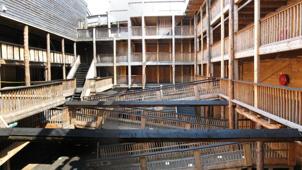 Amphitheater in Johan's Ark. Image Credit: Wikimedia Commons.
