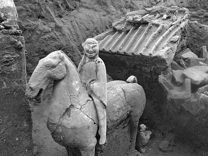 A cavalry unit from the 'new' Terracotta Army. Image Credit: The 2,100-Year-Old Terracotta Army. Photo courtesy Chinese Cultural Relics
