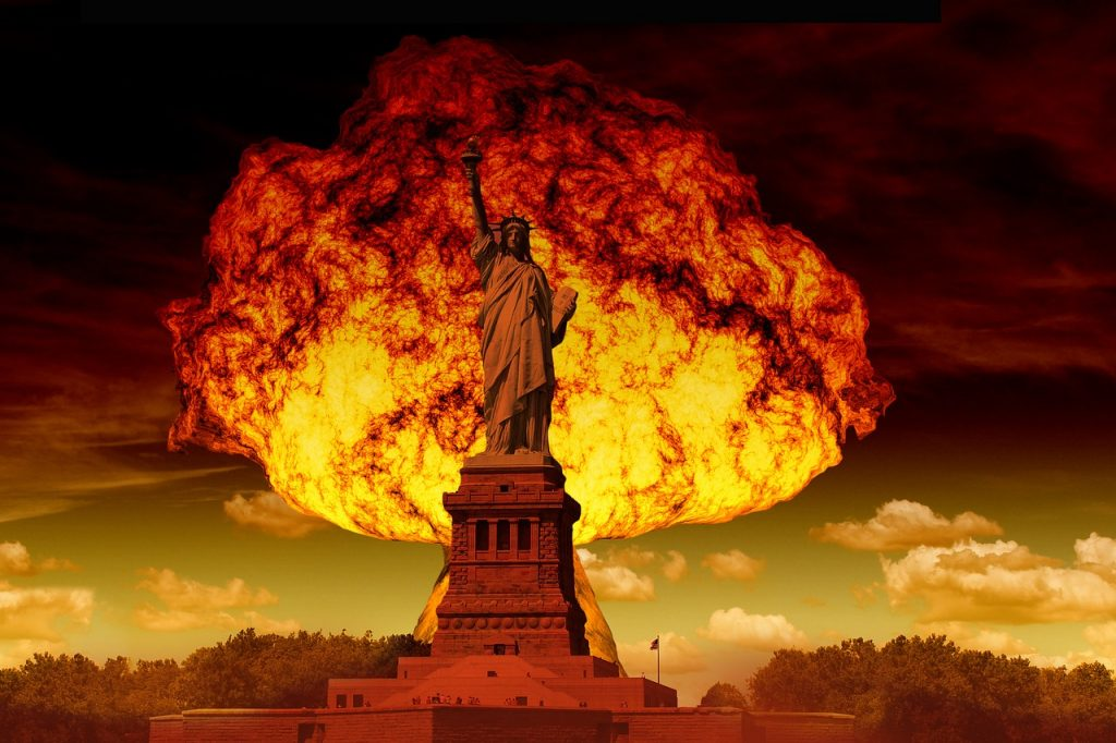Artists illustration of the Statue of Liberty with a mushroom cloud. Image Credit: geralt / Pixabay