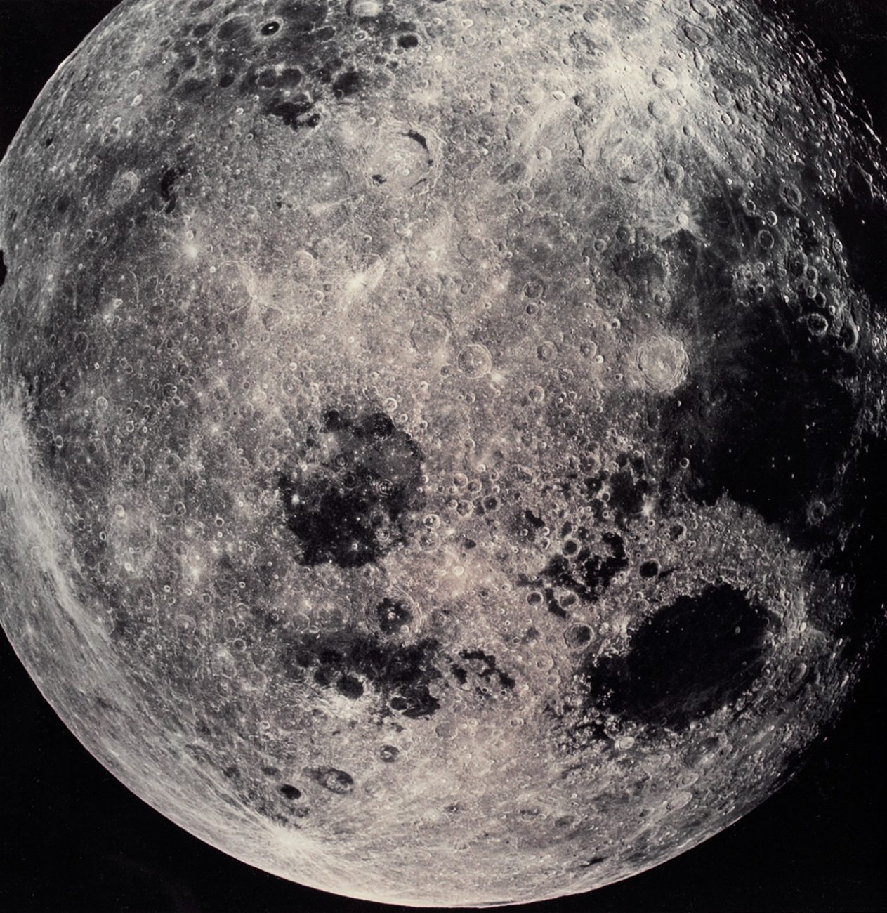 Photo taken from Apollo 8 during the 1968 mission on their first approach to the Moon. Credits: NASA.