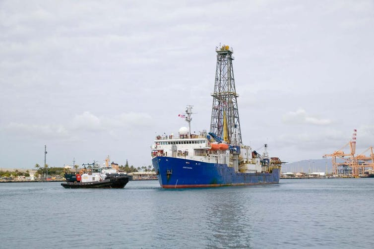 The scientific drilling ship JOIDES Resolution arrives in Honolulu after successful sea trials and testing of scientific and drilling equipment. IODP, CC BY-ND.