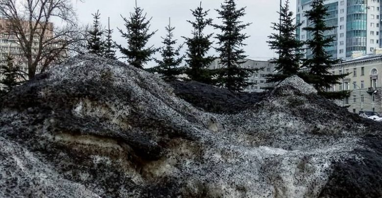 Photo of Eerie Black Snow Covers Several Towns in Siberia