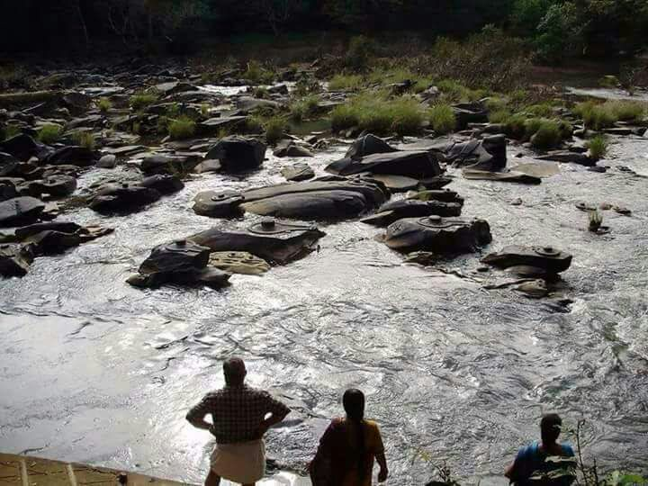 Thousands of shivlingas appearing in shivkasi river bed due to global warming effect. Image Credit: Wikimedia Commons.