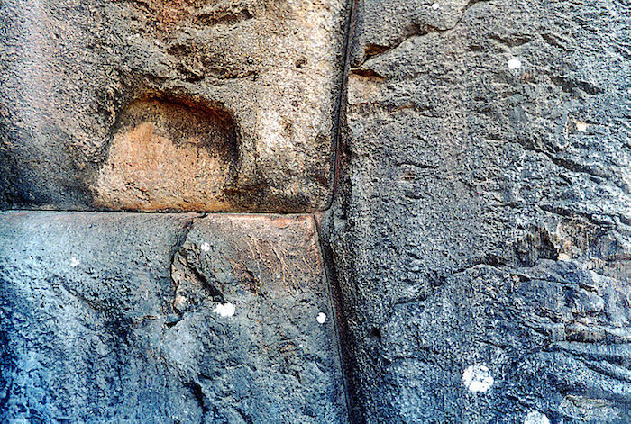 An example of interlocking stones at Sacsayhuaman. Image Credit: Pinterest.