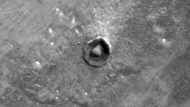 Photo of In 1999, NASA's Mars Global Surveyor Spotted a 'Nearly Perfect Sphere' on Mars