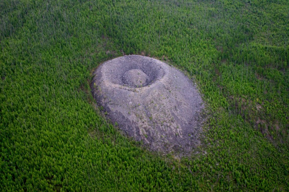 Patomsky crater, view from a helicopter. Image Credit: Wikimedia Commons.