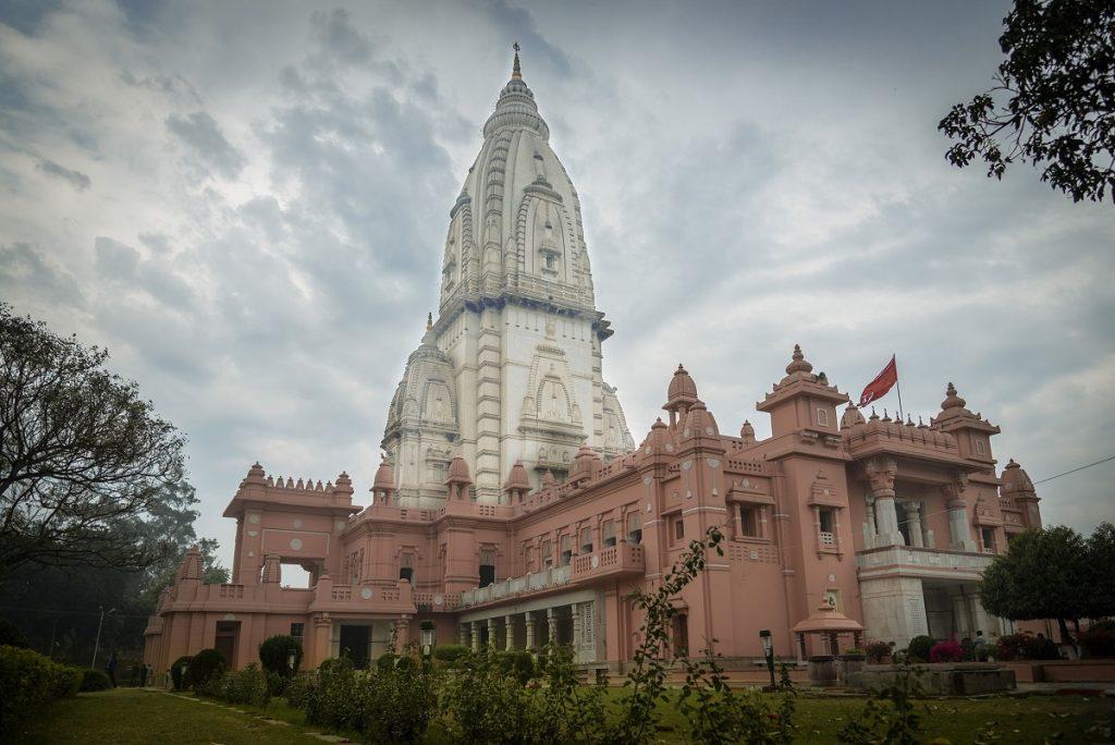 Shri Vishwanath Mandir has the tallest temple tower in the world. Image Credit: Wikimedia Commons.