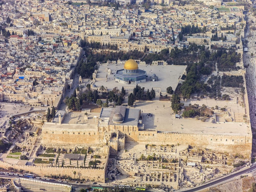 Southern aerial view of the Temple Mount, Al-Aqsa Mosque in the Old City of Jerusalem. Image Credit: Wikimedia Commons.