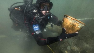 Photo of Archaeologists Find Artifacts Belonging to Pre-Inca Civilization at the Depths of Lake Titicaca