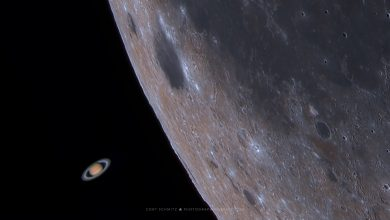 Photo of Mesmerizing Footage Reveals the Moment Earth's Moon 'Devours' Saturn