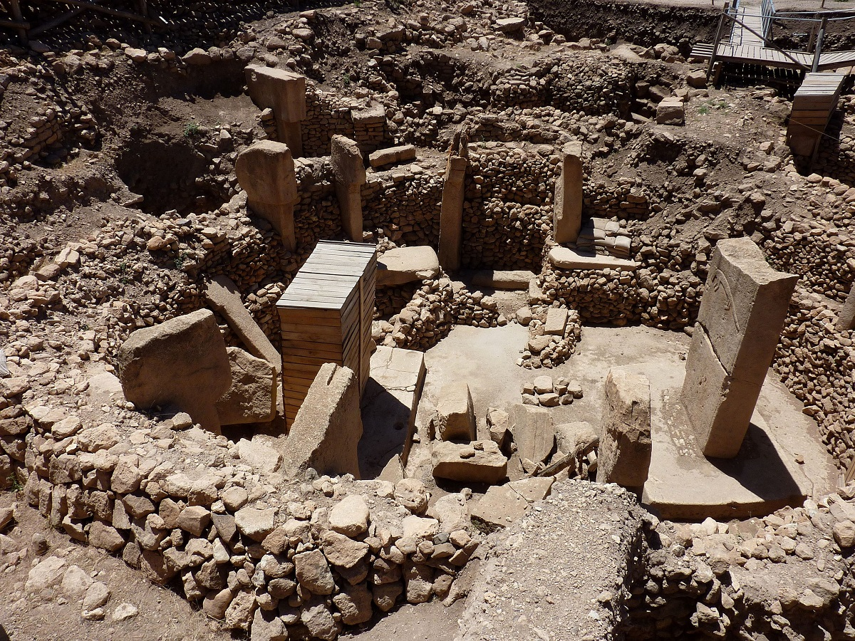 The massive pillars at Göbekli Tepe. Image Credit: Wikimedia Commons.