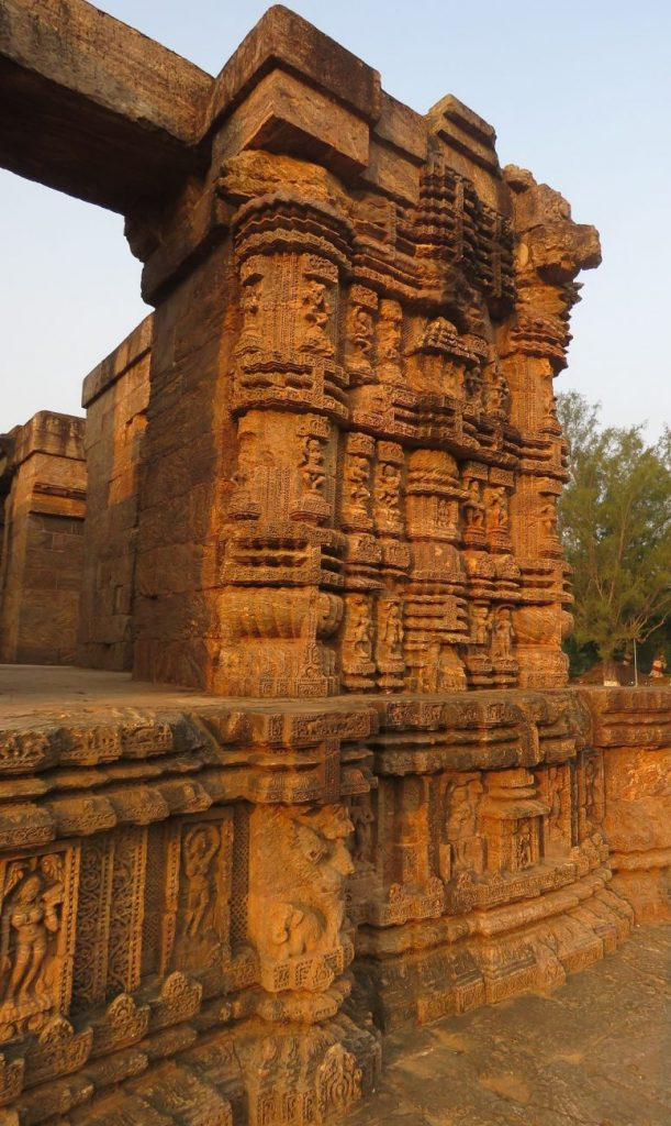 Another view of the stunning design at the Konark Sun Temple. Image Credit: Wikimedia Commons.