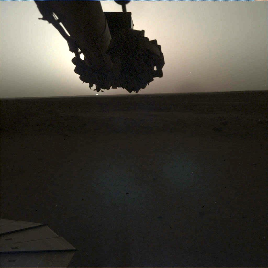 Raw Version of the image taken on Mars by InSight. Image Credit: NASA/JPL-Caltech.