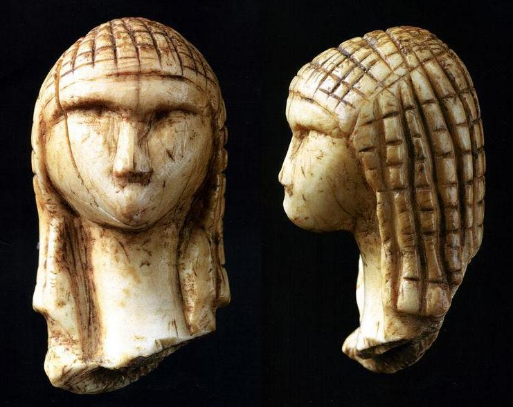 Front and side view of the Venus of Brassempouy. Image Credit: Wikimedia Commons.