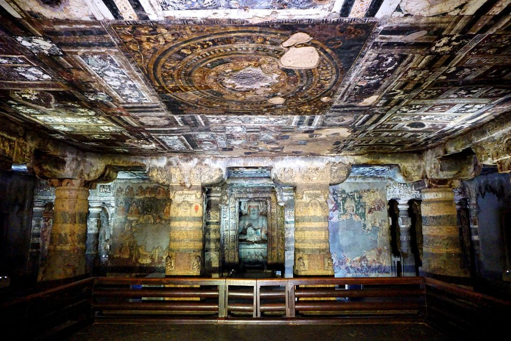 Main hall with shrine, Cave 2. Image Credit: Wikimedia Commons. CC BY 2.0.