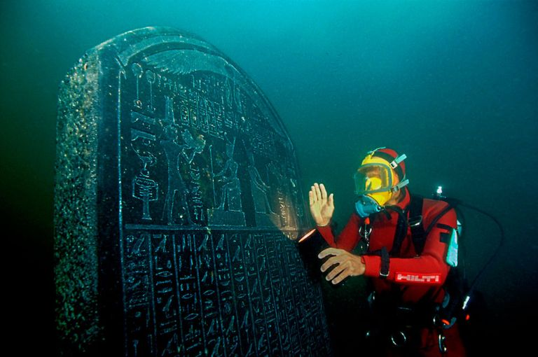 A diver next to the stele found at the sunken city.Franck Goddio / Hilti Foundation / Christoph Gerigk.