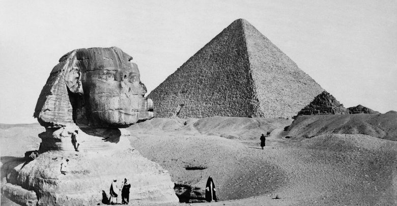 20 Rare, Vintage Images of the Pyramids and the Sphinx That Will