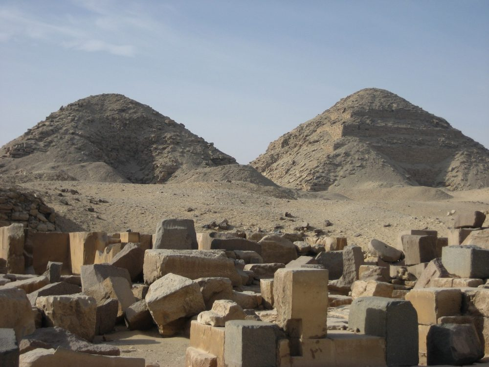 The pyramids of Nyuserre Ini (left) and Neferirkare (right). Image Credit: Wikimedia Commons / CC BY-SA 2.0.