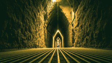 Inside the tunnels of the pyramid. Shutterstock.