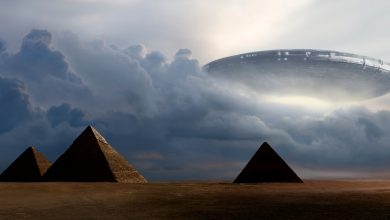Artists rendering of a UFO over the Pyramids at Giza. Shutterstock.
