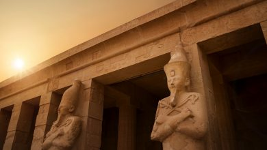 Ancient Egyptian statues and temple. Shutterstock.
