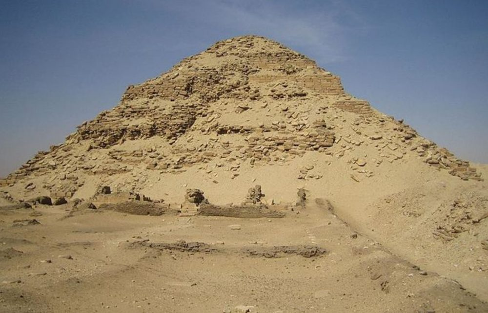 The pyramid of Neferirkare Kakai. Image Credit: Wikimedia Commons / CC BY-SA 2.0.