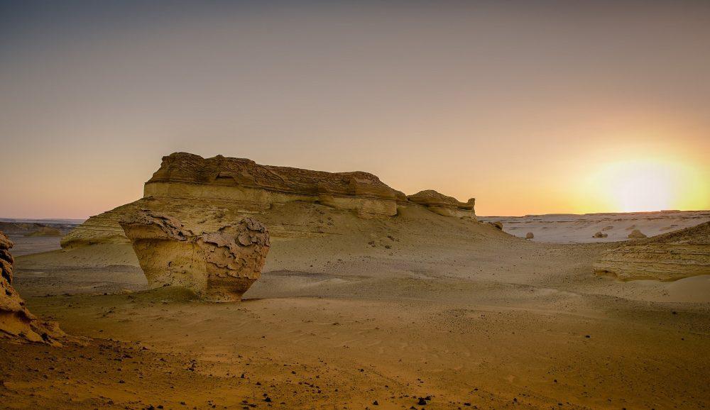 Sunset at Wadi El Hitan. Image Credit: Wikimedia Commons / CC BY-SA 4.0.