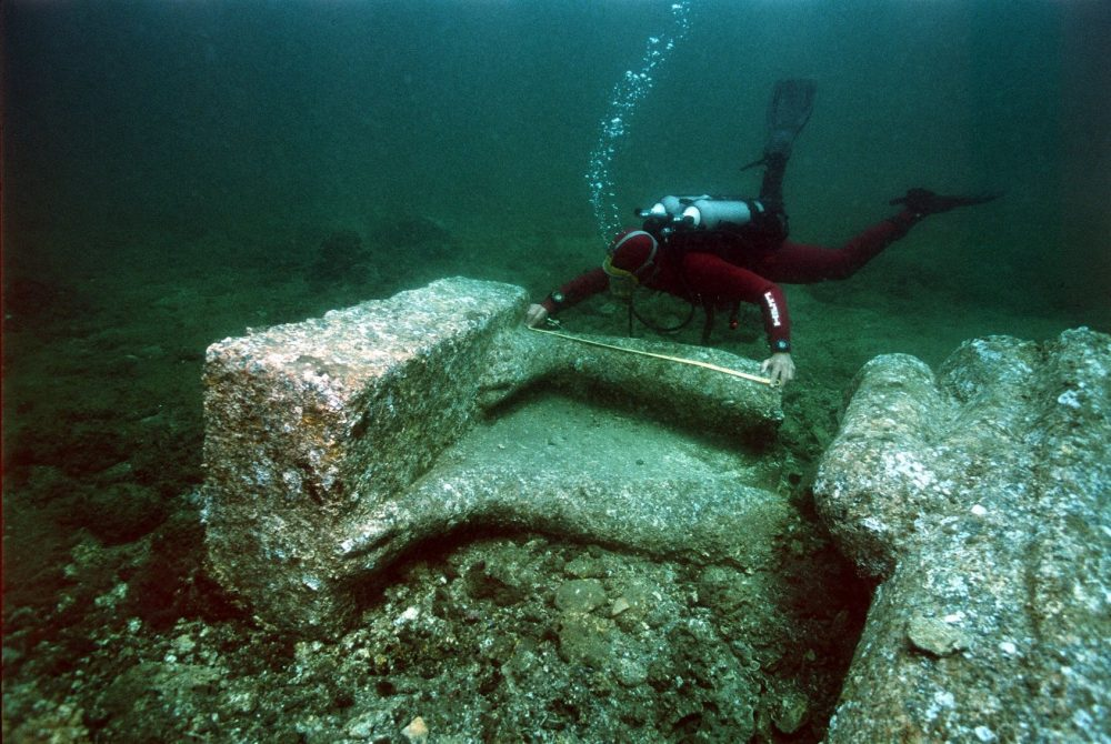 A diver investigating the underwater ruins of the sunken city. Image Credit: Franck Goddio / Hilti Foundation / University of Oxford.
