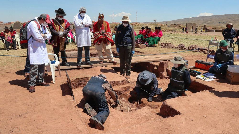 Archaeologists seen excavating the site. Image Credit: EFE/ Martin Alipaz.
