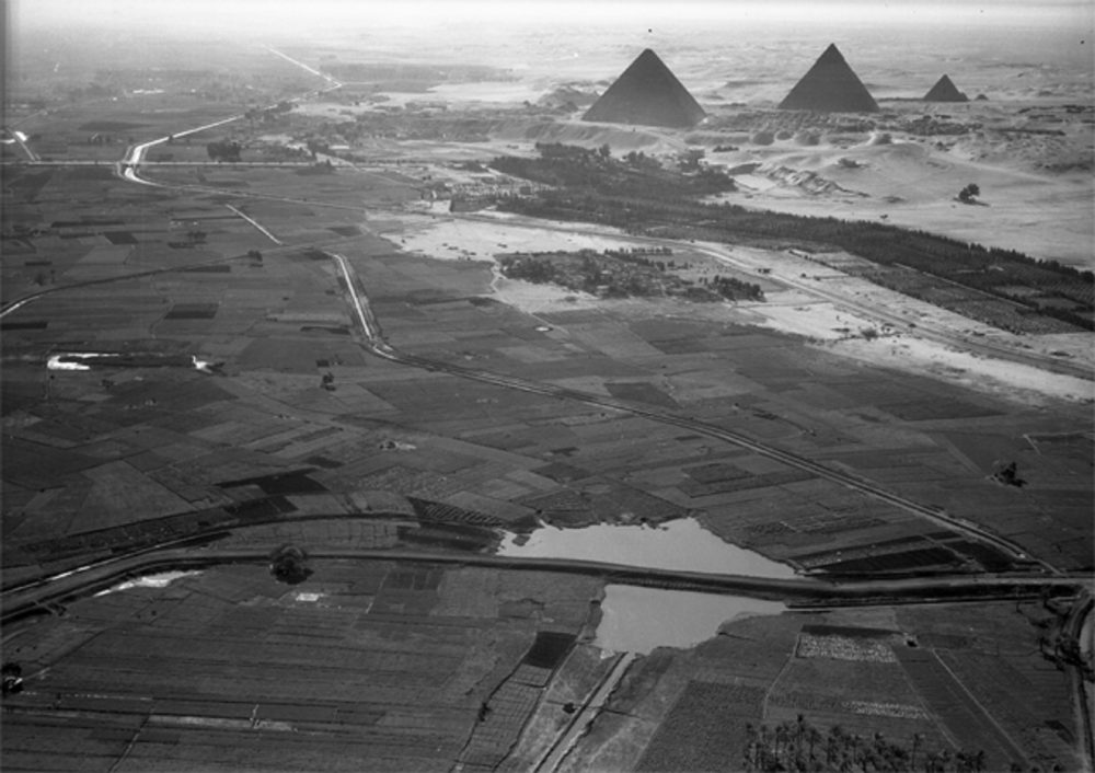 January 24, 1938. Cairo, Egypt: Another view of the pyramids and the border of the cultivated Nile valley. c. 1000 feet. Image Credit: American Geographical Society Library, University of Wisconsin-Milwaukee Libraries / Wikimedia Commons.