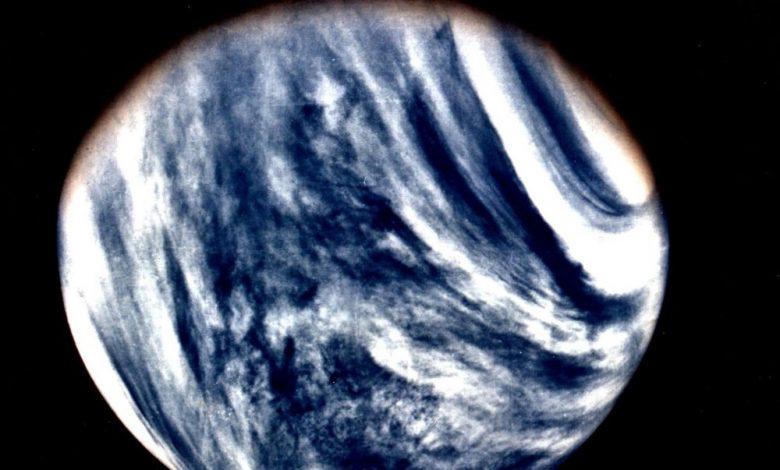 Global View of Venus in ultraviolet light as seen by Mariner 10