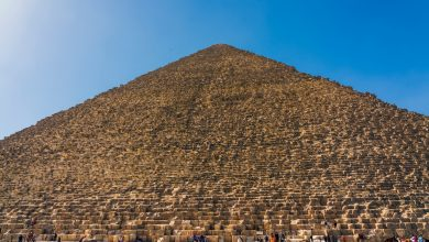 Photo of 25 Stupefying Images That Show the Massive Size of the Great Pyramid of Giza