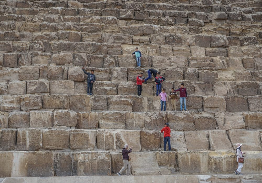 Experts suggest that around 20,000 workers participated in the construction of the Great Pyramid of Giza. Shutterstock.