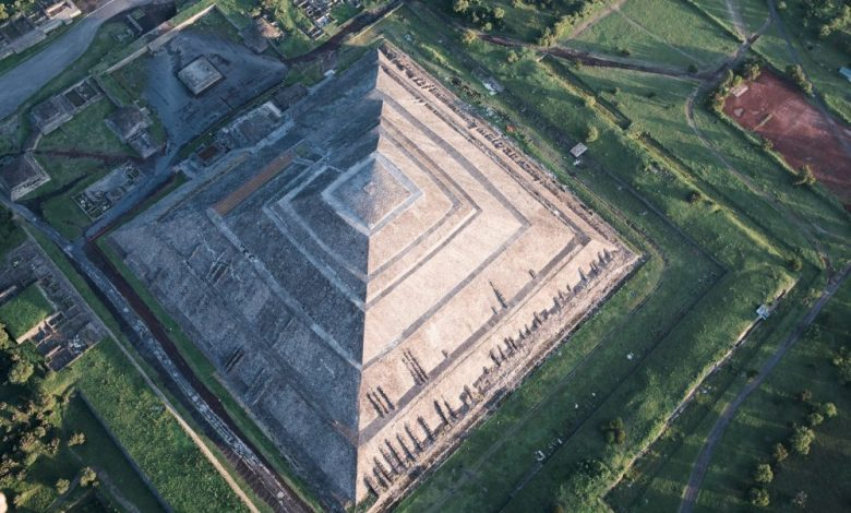 Aerial view of the largest pyramid at Teotihuacan, the Pyramid of the Sun. Shutterstock.