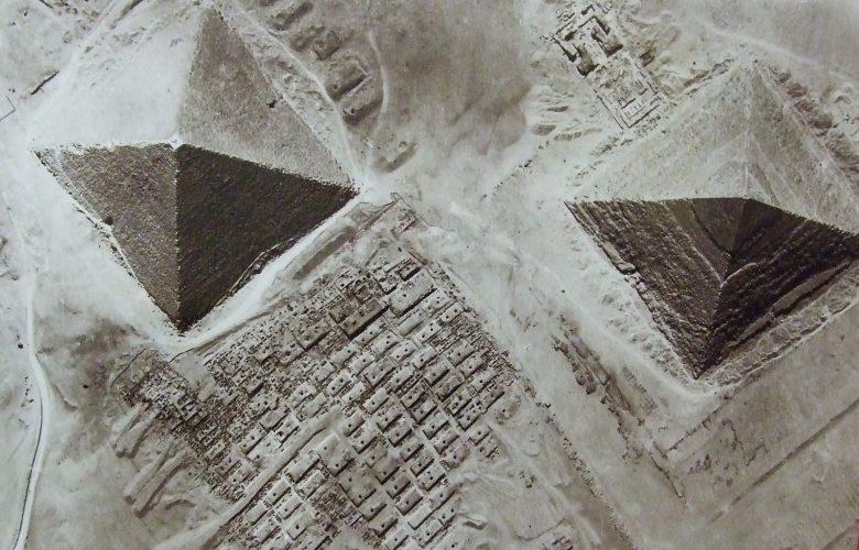 Direct view of the pyramids of Khufu and Khafre from above. Image Credit: Náprstek Museum, National Museum in Prague / Wikimedia Commons.