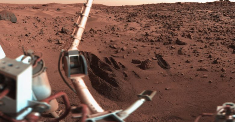 Trenches dug by the soil sampler of the Viking 1 lander. Wikimedia Commons / Public Domain.