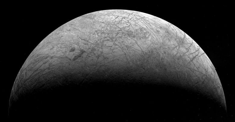 Europa seen in detail in 1979 by Voyager 2. Image Credit: Wikimedia Commons.