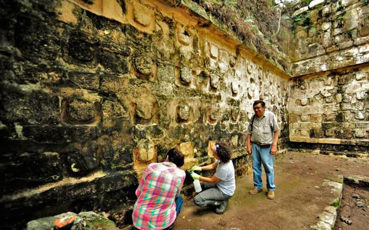 An image of archaeologists working at Kuluba. Image Credit: INAH.