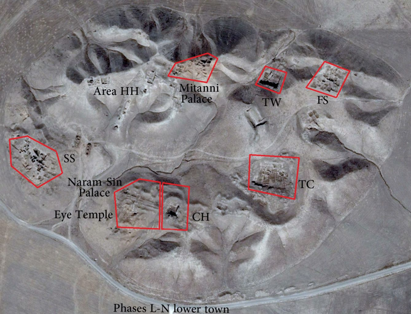 An aerial image showing the landmarks of Tell Brak. Image Credit: Wikimedia Commons / CC BY-SA 4.0.