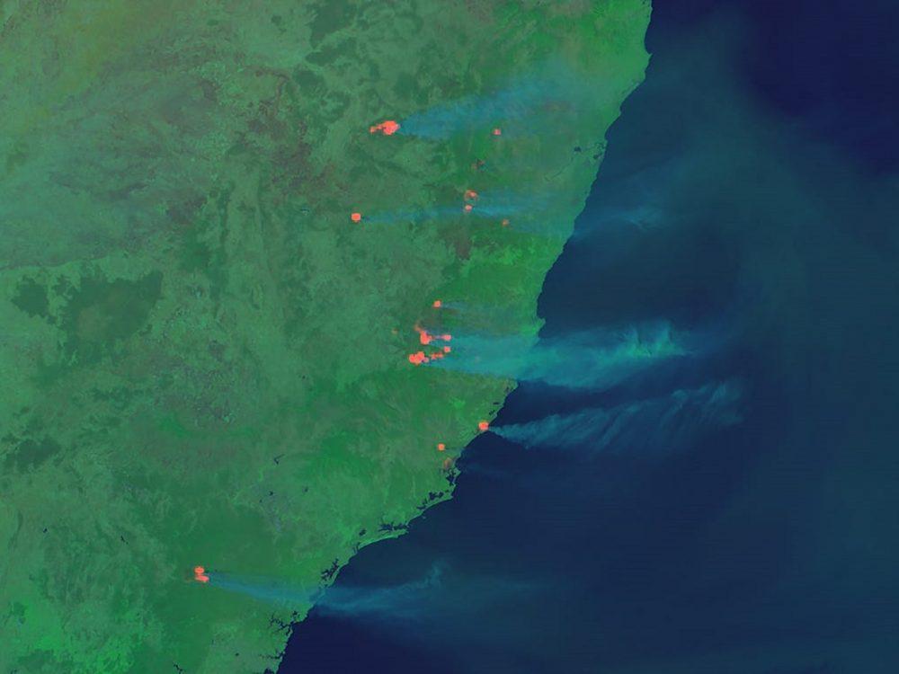 Himawari-8's view of eastern Australian bushfires. Image Credit: RAMMB/CIRA/CSU.