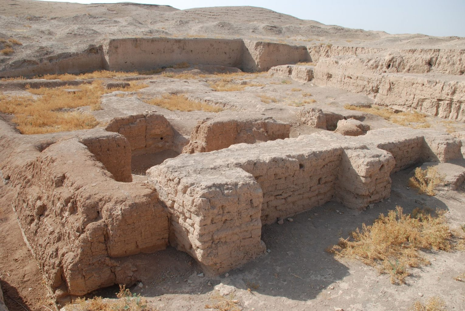 An image showing the excavated remnants of parts of Tell Brak. The Naram-Sin temple, a view center from north. Image Credit: Wikimedia Commons / CC BY 3.0.