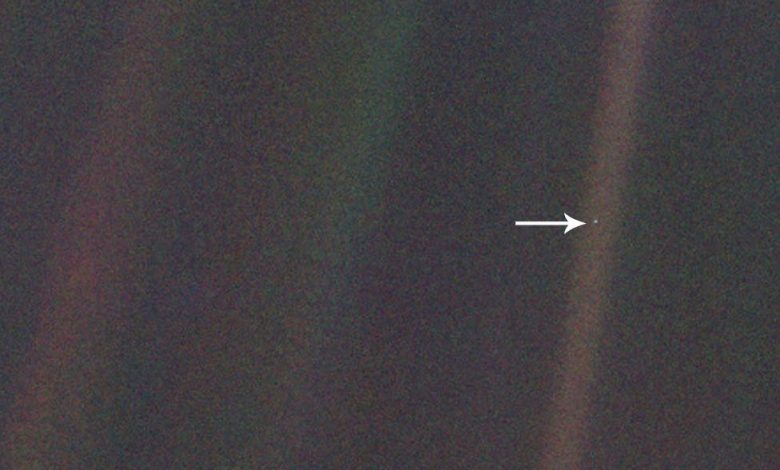 The original image the Pale Blue Dot. A few minutes after taking the image, Voyager 1 powered down its camera system as it made its way into outer space. Image Credit: NASA / JPL.