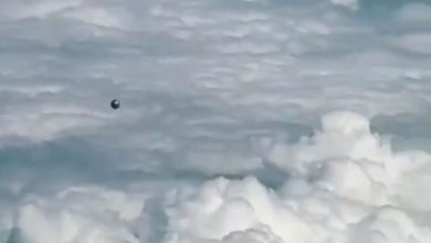 Photo of Pilot Films Stunning UFO Video While in Flight Fueling Heated Debate Online