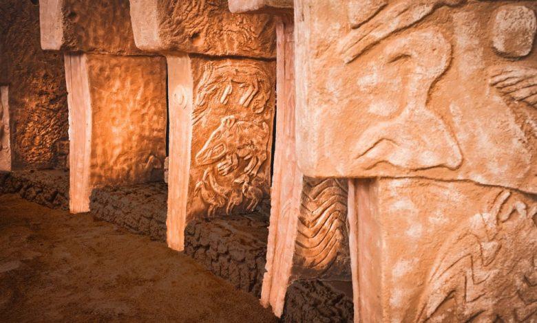 An image of the stone pillars of Göbekli Tepe. shutterstock.