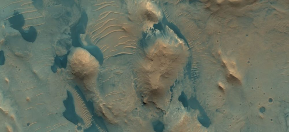 An image of the surface of Mars. Image Credit: HiRISE.