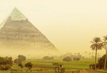An artist's illustration of a green Giza plateau with Khafre's Pyramid. Shutterstock.
